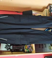 Cargo pantalone. Novo