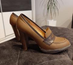 Prelepe cipele na stiklu snizenje 1000