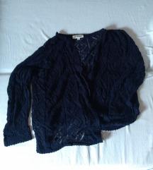 Prelep heklani teget džemper