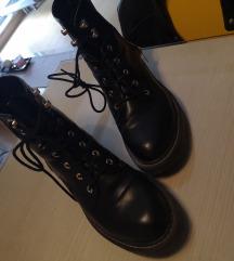 Crne kratke čizme