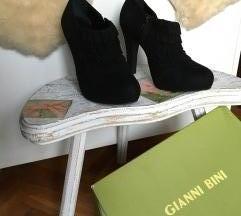 Crne kožne plitke čizme