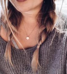 Ogrlica sa priveskom u obliku kruga