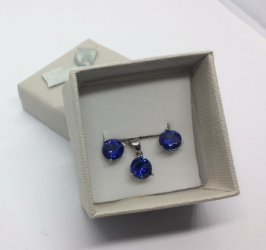 Set sa plavim kristalom