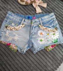 Ekstra kratke pantalonice