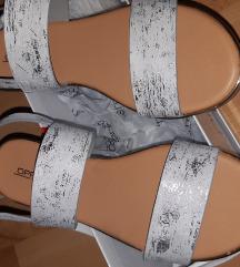 Srebrne ravne sandale