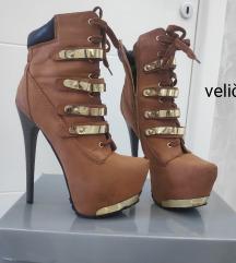 Čizme jako visoke