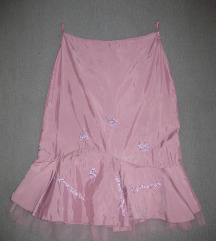 Prelepa roze suknja
