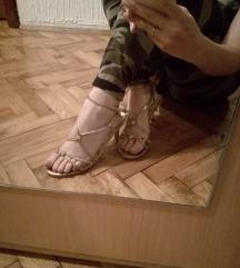 Sandale sa niskom stiklom