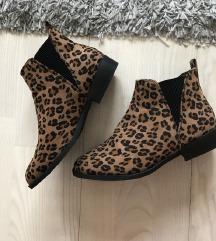 Leopard print cizme NOVO