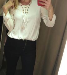 Bela bluza kosuljica na pertlanje M