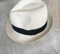 NOVO/ beli šešir sa crnom trakom