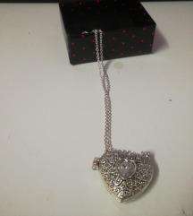 Medaljon srce koje se otvara