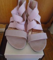 Preslatke nežno roze sandalice