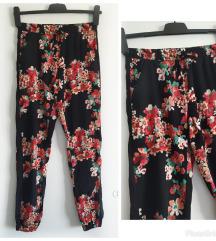 TERANOVA cvetne pantalone, kao nove