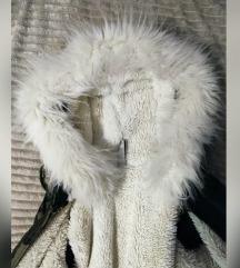 Zenska jakna sa krznom