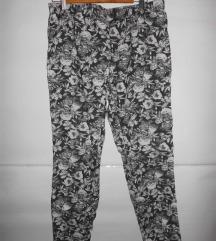 HM elasticne pantalone/helanke XL