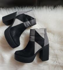 Crno sive cizme na stiklu - jednom nosene