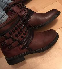 Bordo cizme sa nitnama
