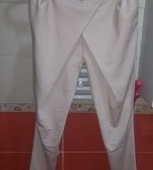Pantalone nude boje besprekorne