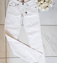 Bele pantalone nove