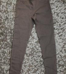 Primark pantalone  sa etiketom SNIZENO