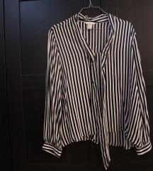 Crnobela H&M košulja na pruge