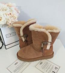 UGG kamel cizme sa privescima