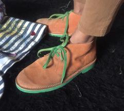 Cipele prevrnuta koža