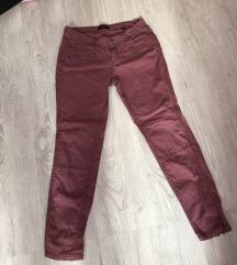 Nove pantalone boje mesa