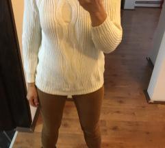 Pantalone +džemper  990din
