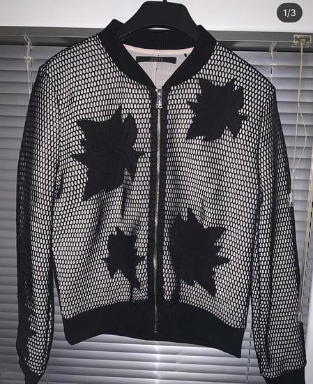 Guess jaknica