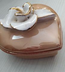 Kutija od keramike u obliku srca