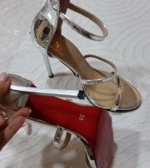 NOVE fantasticne  srebrne sandale br.39