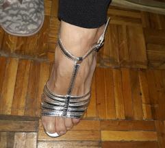 Srebrne sandale potpuno nove