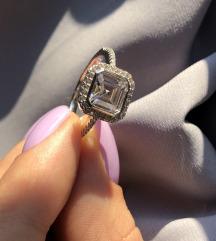 Prsten sa cirkonima 18mm