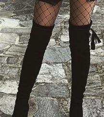 Crne cizme na stiklu preko kolena