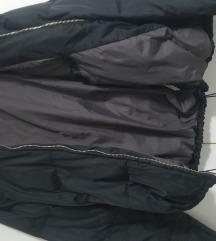 Prelepa crna jaknica