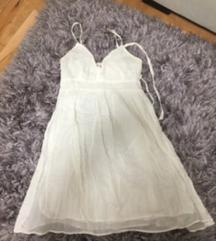 Prelepa bela haljinica