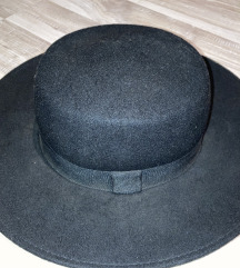 Crni H&M šešir