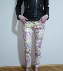 Cvetne pantalone m