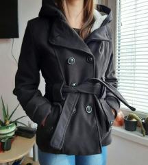 Zenski zimski crni kaput sa pojasom i kapuljacom