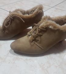 Postavljene cipele
