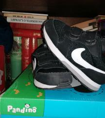 Nike patike za decu kao nove 27 2200din.