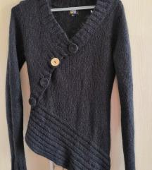 Crni asimetrični džemper