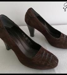 Paar braon kozne cipele