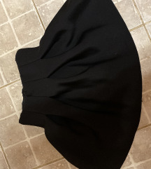 Duboka crna suknja