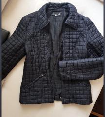 Prolecna crna jakna