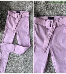 Bershka duboke pantalone sa kaišem