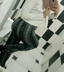 H&M pantalone sa zmijskim printom