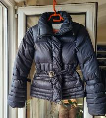 Perjana jakna sa kapuljčom